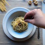 Spaghettoni con filetti di acciuga e taralli