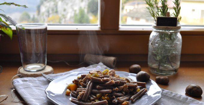 Pasta integrale alle castagne con zucca e lucanica